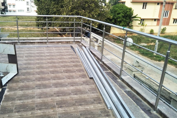 staircase-steel-and-glass-balcony-railing-manufacturing-in-bangalore